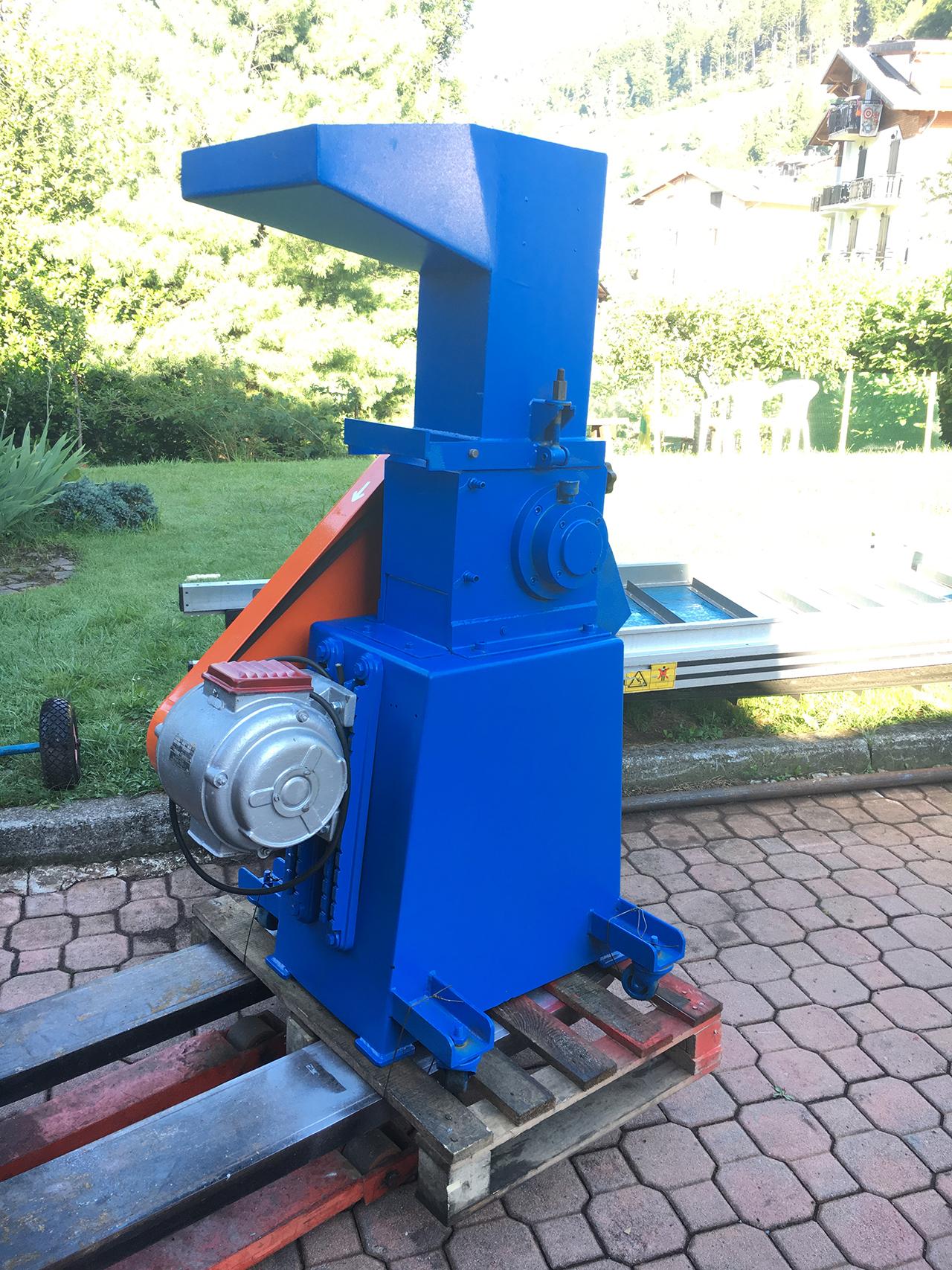 Mulino-raffinatore-4-cv-a-lame-3