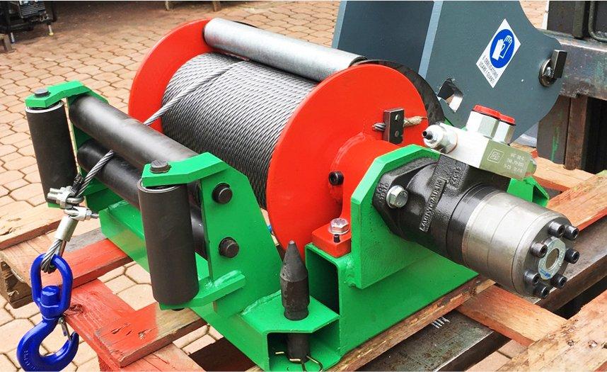 Argano idraulico traino, per braccio escavatore o altri mezzi movimento terra.